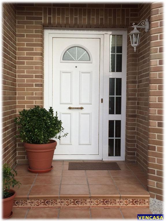 Puertas de entrada vencasa la sagra ventanas de pvc y for Puerta oscilobatiente